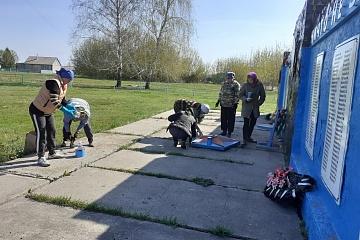 Произведен косметический ремонт памятника погибшим воинам в годы ВОВ