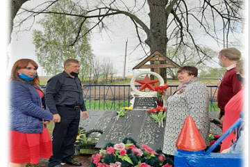 Возложение цветов к памятным боевым местам