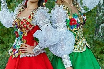 Праздник русского народного- костюма.
