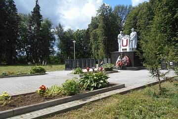 Благоустройство территории  братского воинского захоронения в д.Ивановское  Износковского района  Калужской области.