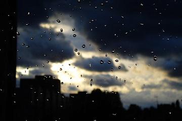 «Плакал дождь  холодными слезами»