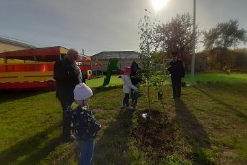 В Волжском районе полицейские совместно с Общественным советом приняли участие во Всероссийской акции «Лес Победы»