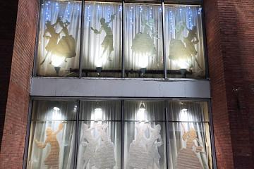 Подведены итоги конкурса на лучшее новогоднее украшение фасадов административных зданий