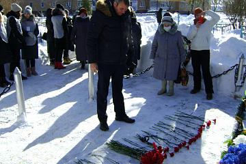 23 февраля в Товарково состоялось возложение цветов к Братской могиле