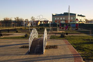 Осенью  2020 года завершилось благоустройство сквера в центре села Дракино