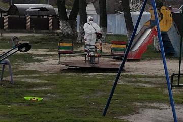 Произведена дезинсекция в парках