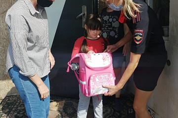 Сотрудники полиции Волжского района приняли участие в ежегодной акции «Помоги пойти учиться»
